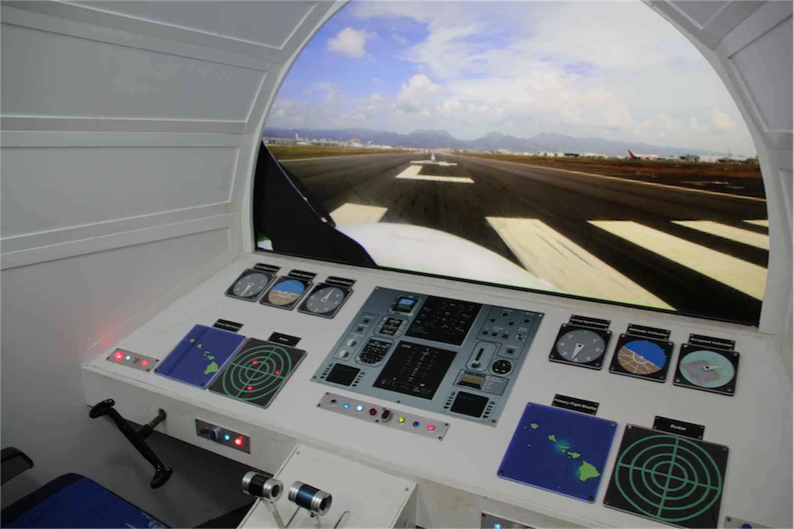 ハワイ・チルドレンズ・ディスカバリー・センターのハワイアン航空コックピット